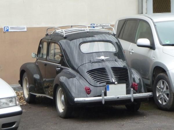 Renault 4CV Cremeschnittchen hinten links