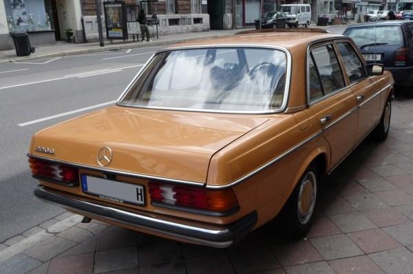 Mercedes-Benz 220 D Baureihe W 123 hinten rechts