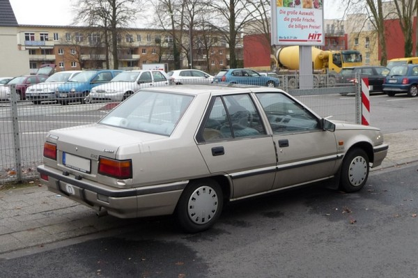 Mitsubishi Lancer III Limousine hinten rechts