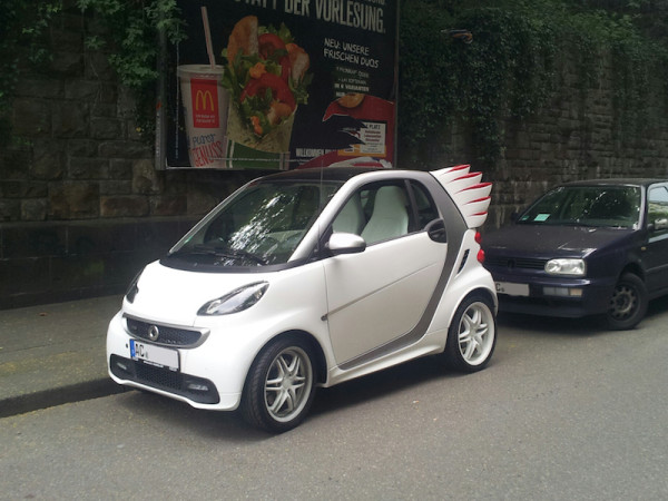 Smart fortwo edition by Jeremy Scott Brabus vorne links