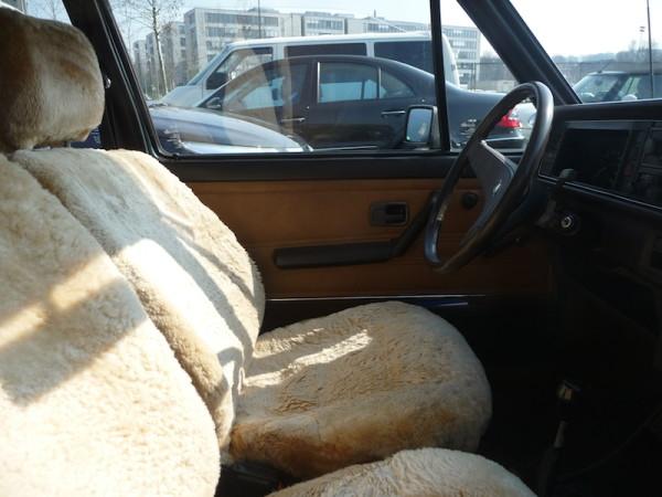 VW Golf I GL SRA Innenraum Lammfell