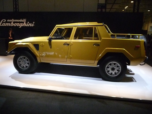 Lamborghini LM002 Seitenansicht