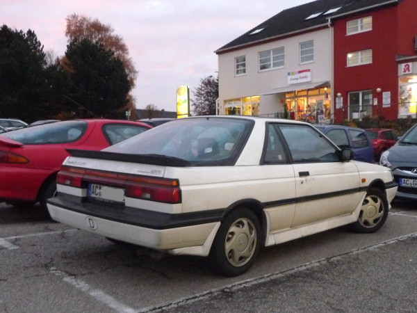 Nissan Sunny GTI B12 N13 Coupe hinten rechts