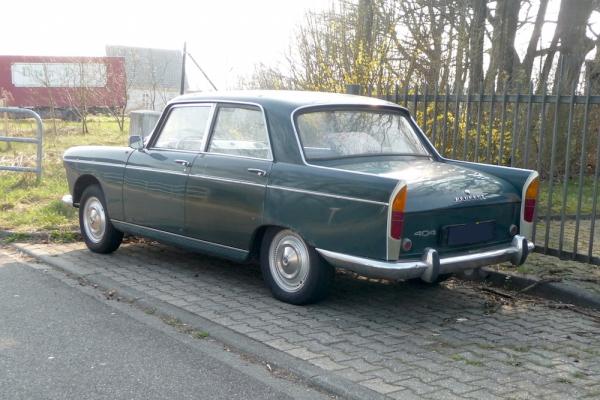 Peugeot 404 Limousine Heck und Seite