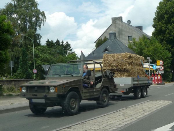 VW Iltis mit Anhänger