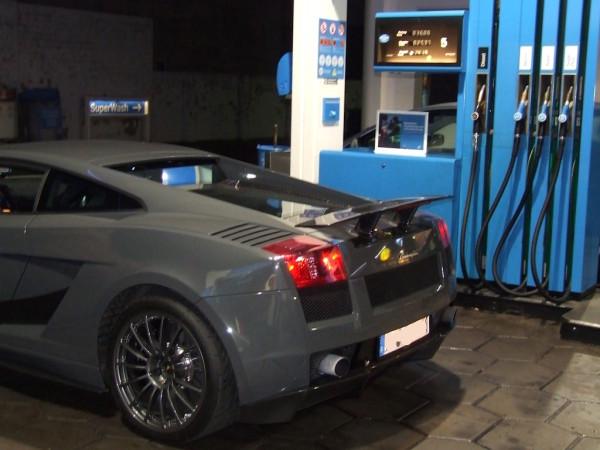 Lamborghini Gallardo Superleggera Tankstelle