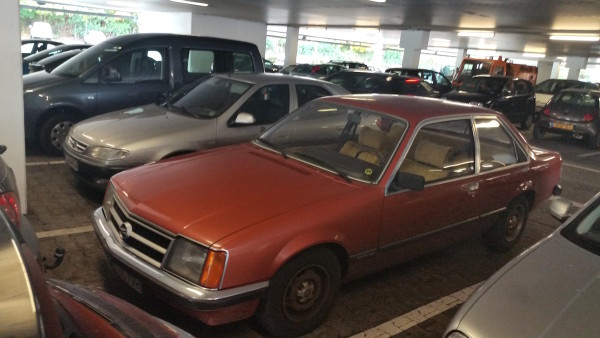 opel-commodore-c-vorne-links